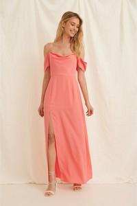 Różowa sukienka NA-KD na ramiączkach z dekoltem w kształcie litery v