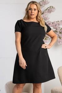 Czarna sukienka KARKO w stylu casual trapezowa z okrągłym dekoltem