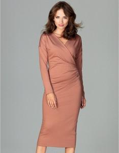 Różowa sukienka LENITIF z długim rękawem z dekoltem w kształcie litery v midi