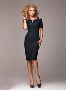 Sukienka Marselini dopasowana midi z krótkim rękawem