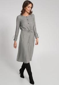 Sukienka QUIOSQUE midi w stylu casual z długim rękawem