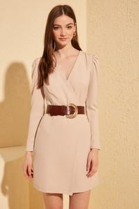 Sukienka Trendyol z długim rękawem z dekoltem w kształcie litery v