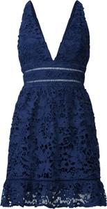 Granatowa sukienka Love Triangle z dekoltem w kształcie litery v mini