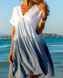 Niebieska sukienka Kendallme z krótkim rękawem z dekoltem w kształcie litery v