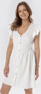 Sukienka born2be w stylu casual rozkloszowana z dekoltem w kształcie litery v