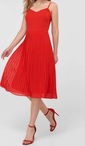 Czerwona sukienka Trendyol na ramiączkach midi