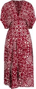 Czerwona sukienka The Kooples rozkloszowana z dekoltem w kształcie litery v midi