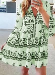 Zielona sukienka Cikelly z dekoltem w kształcie litery v mini z długim rękawem