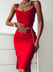 Sukienka Pakuten dopasowana na ramiączkach midi