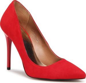 Czerwone szpilki R.Polański w stylu klasycznym z zamszu