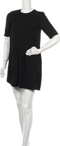 Czarna sukienka Axara z okrągłym dekoltem mini