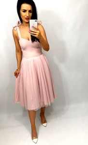 Sukienka livien.eu midi z dekoltem w kształcie litery v