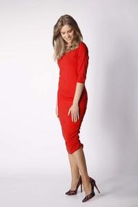 Czerwona sukienka Nommo midi z okrągłym dekoltem