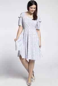 Sukienka Nommo z krótkim rękawem z okrągłym dekoltem midi