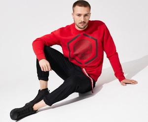 Czerwona bluza DiverseExtreme w młodzieżowym stylu