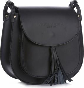 Czarna torebka VITTORIA GOTTI średnia z frędzlami w stylu glamour