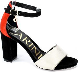 Sandały Carinii z klamrami