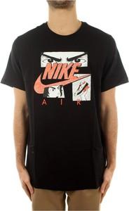 T-shirt Nike w młodzieżowym stylu z bawełny