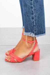 Czerwone sandały Casu