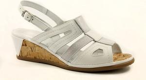 Sandały Comfortabel w stylu casual na niskim obcasie na koturnie