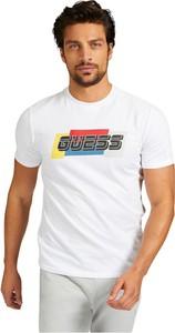 T-shirt Guess w młodzieżowym stylu z krótkim rękawem