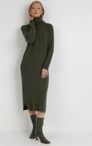 Zielona sukienka born2be w stylu casual z długim rękawem