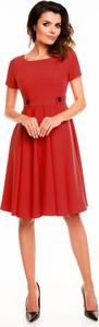 Czerwona sukienka Awama z okrągłym dekoltem midi