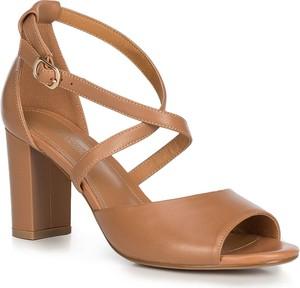 Brązowe sandały Wittchen z klamrami ze skóry
