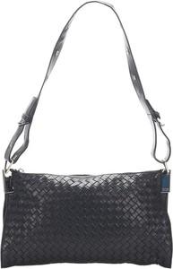Czarna torebka Bottega Veneta średnia ze skóry