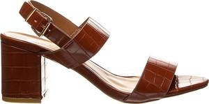 Brązowe sandały Foreverfolie z klamrami ze skóry
