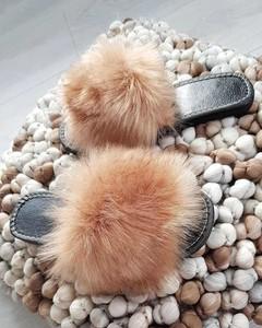 Klapki Pantofelek24 w stylu casual z płaską podeszwą