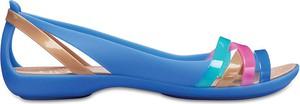 Sandały Crocs w street stylu