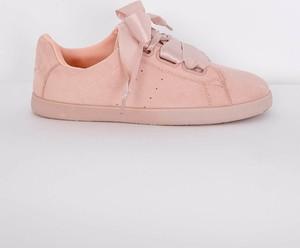 Różowe buty sportowe Zoio z płaską podeszwą sznurowane z zamszu