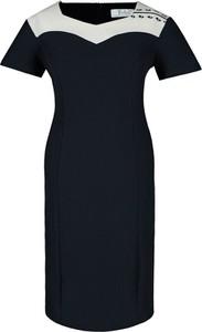 Sukienka Fokus z krótkim rękawem ołówkowa z okrągłym dekoltem
