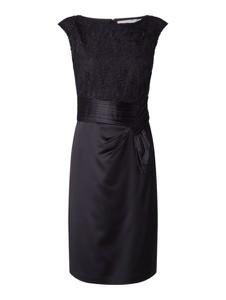 Granatowa sukienka Christian Berg Cocktail z satyny bez rękawów