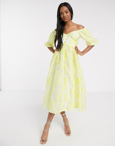 Żółta sukienka Asos z żakardu
