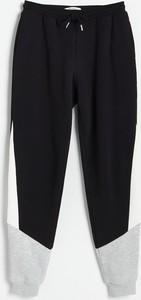 Czarne spodnie Reserved z dresówki