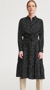 Sukienka Reserved z długim rękawem w stylu casual midi