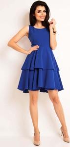 Niebieska sukienka Awama rozkloszowana z okrągłym dekoltem