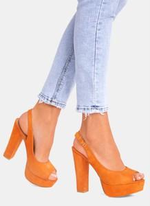 Pomarańczowe sandały DeeZee z klamrami na platformie na wysokim obcasie