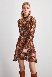 Sukienka Trendyol z długim rękawem rozkloszowana w stylu casual