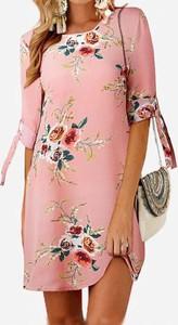 Różowa sukienka Arilook w stylu casual