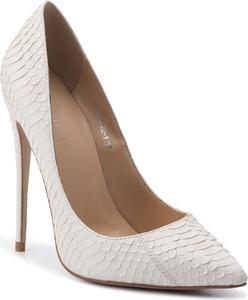 Białe buty damskie Eva Minge, kolekcja wiosna 2020