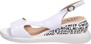 Sandały Suzana z klamrami ze skóry z nadrukiem
