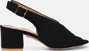 Czarne sandały Kazar na obcasie z zamszu
