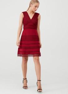 Sukienka V by Very z dekoltem w kształcie litery v