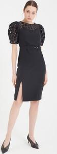Czarna sukienka BGN mini z krótkim rękawem z okrągłym dekoltem