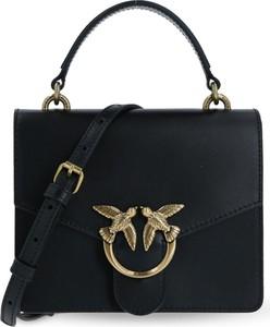 Czarna torebka Pinko na ramię