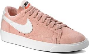 Różowe trampki Nike niskie sznurowane z płaską podeszwą