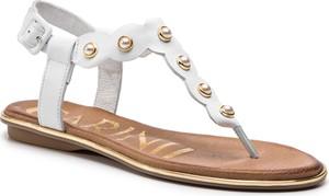 Sandały Carinii z płaską podeszwą z klamrami w stylu casual